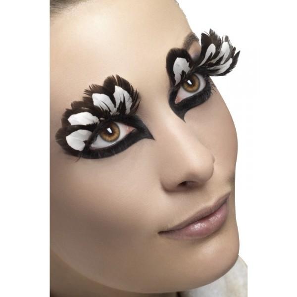 Faux cils plumes blanches et noires tenue chic détail choc